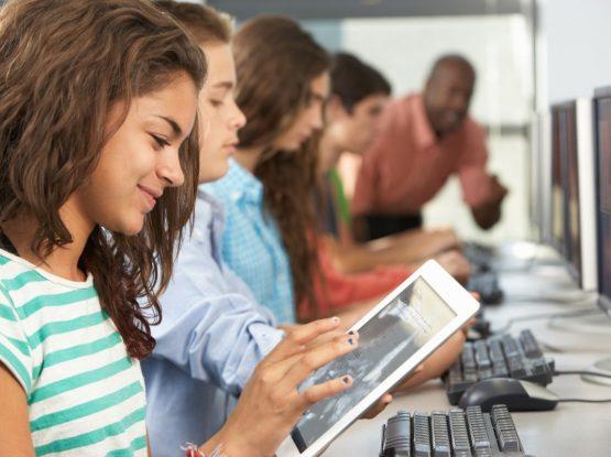 como-a-tecnologia-pode-dinamizar-e-revolucionar-a-educacao