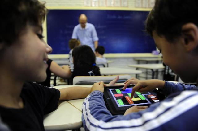 Tecnologia na educação: Benefícios para alunos, professores e diretores
